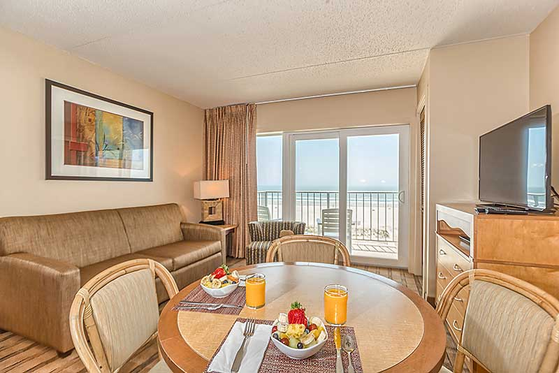 Reges Oceanfront Resort Room